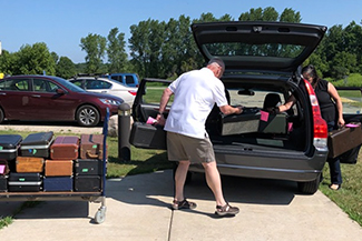 Packing instruments into car